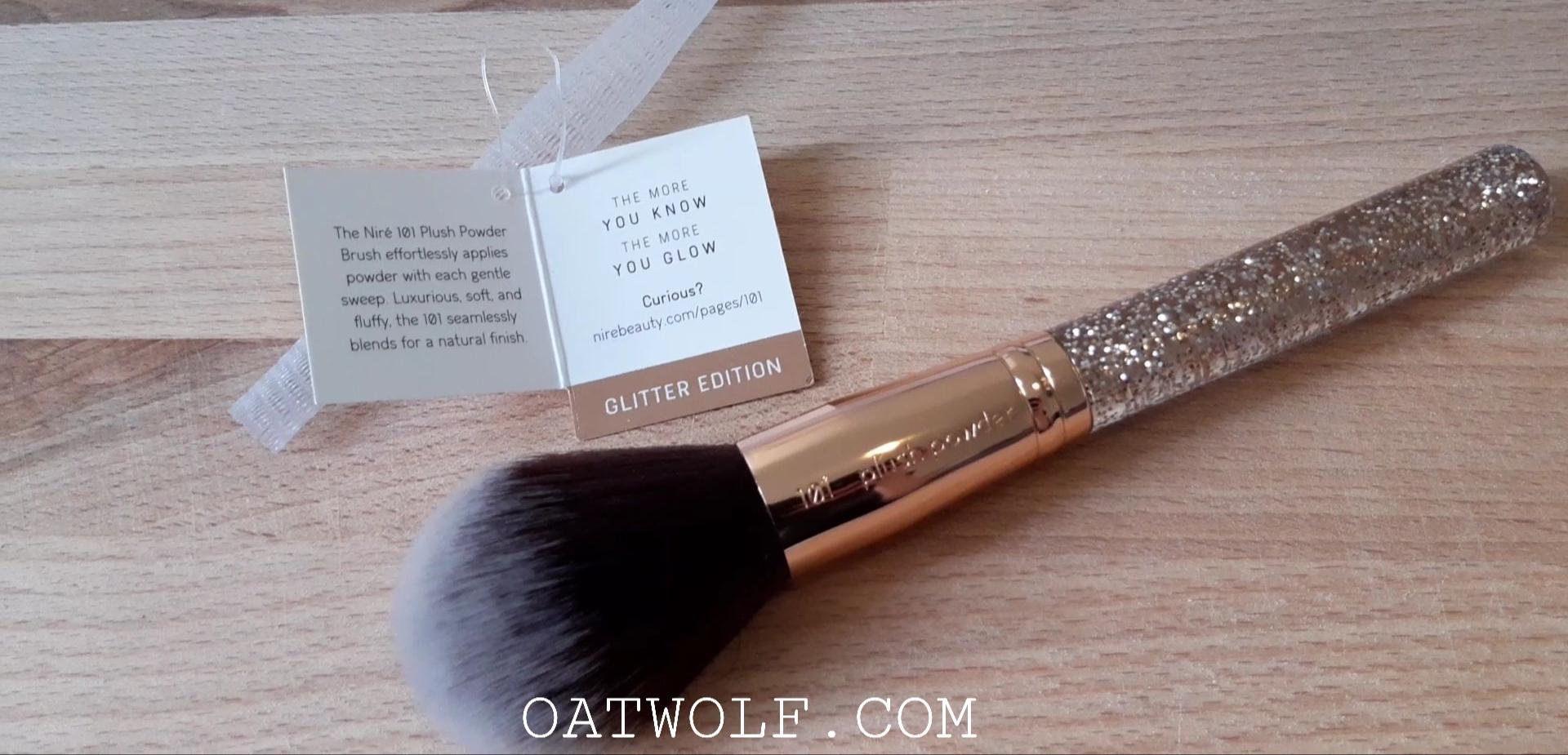 Niré Beauty plush powder brush