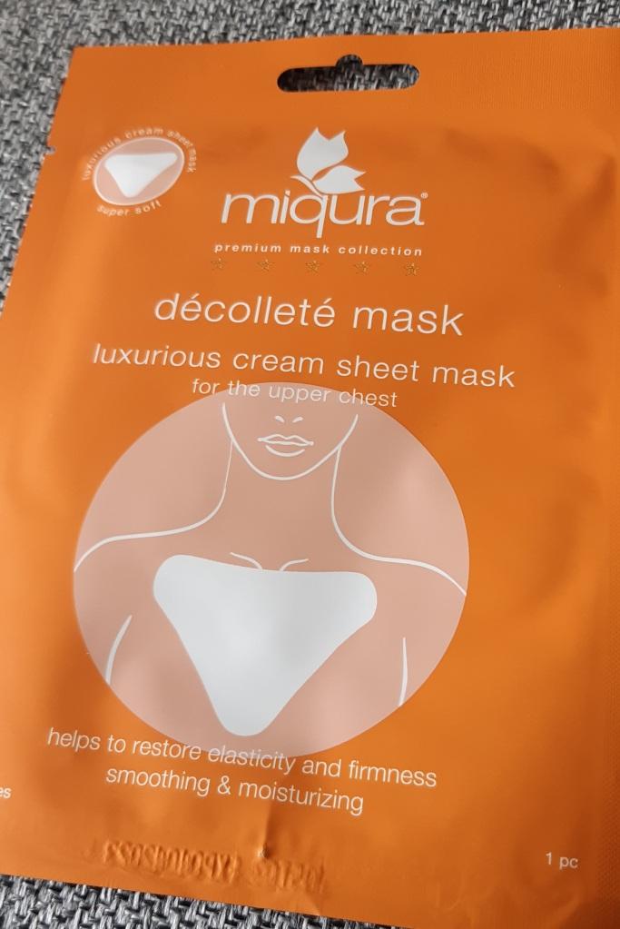 Miqura Décolleté Mask